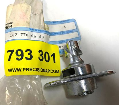 Picture of CONVERTIBLE TOP LOCK 1077700663